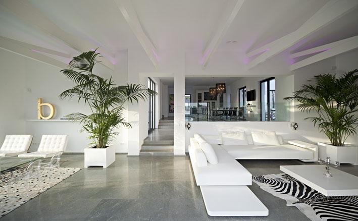 Villa moderna en venta en benahavis para entrar a vivir privado zona tranquila con vistas al - Decoracion marbella ...