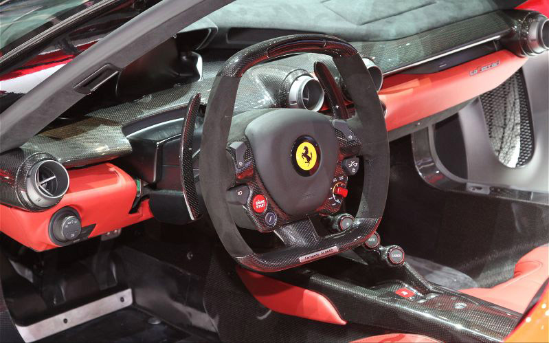 Ferrari-LaFerrari-steering-wheel-Adjustable