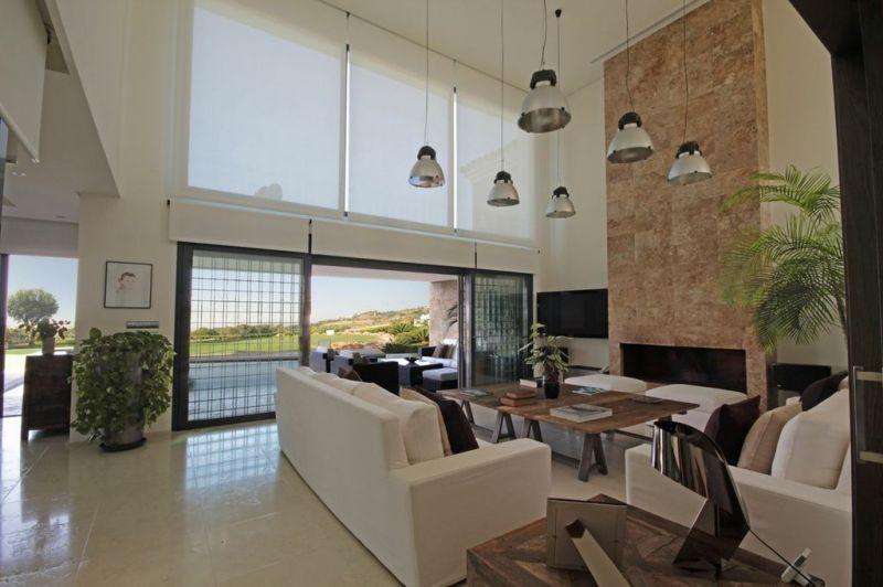 villa moderne avec 6 m tres de hauteur sous plafond et vue sur golf et mer panoramique vendre. Black Bedroom Furniture Sets. Home Design Ideas